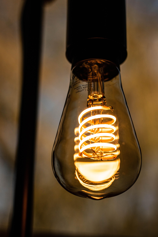 Dlaczego żarówka LED świeci