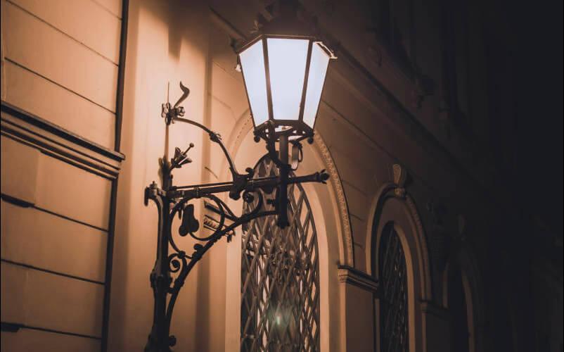 Lampa ścienna we Wrocławiu